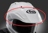 オフロードバイクのヘルメットのバイザーは鶏冠