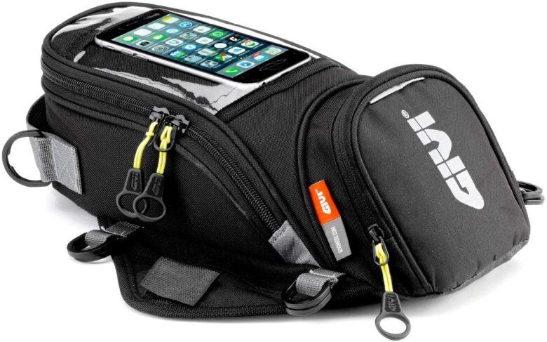タンクバッグ の細かいポケットは便利で機能的