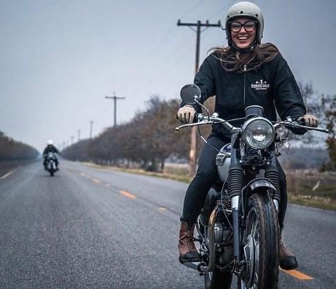 ストリートユースにはジェットヘルシールドなしでも良い