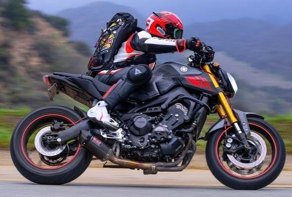 スーパースポーツバイクに合うバッグはリュックタイプ