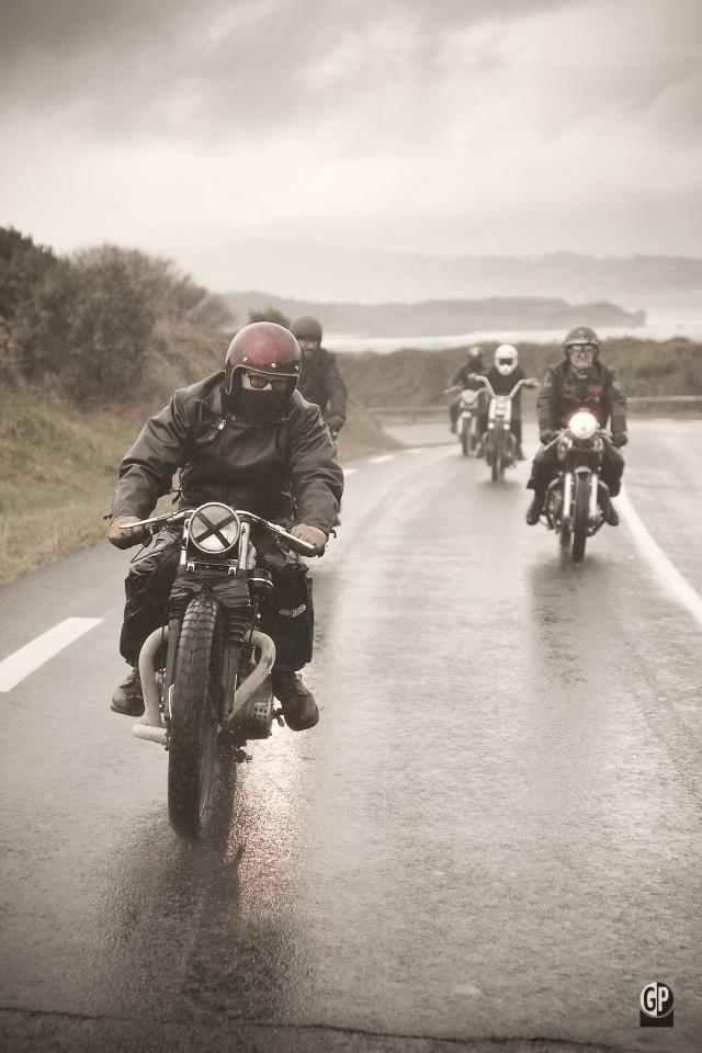 レインウエアはバイク専用品を用意しよう