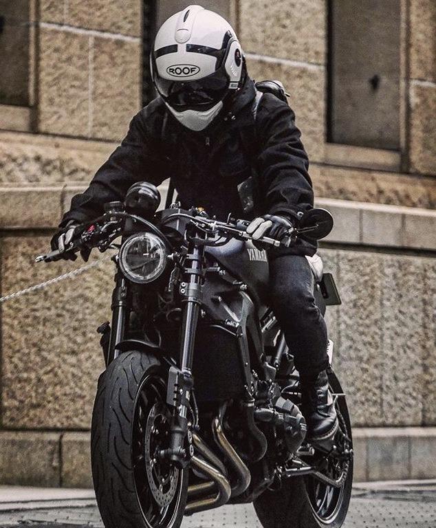カウルなしネイキッドバイクに合う服装は?