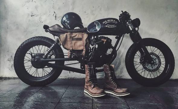 レトロなバイクに合う服装は?
