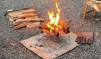 キャンプでは焚き火がおすすめ