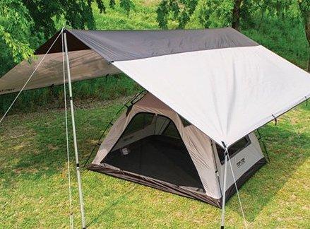 雨の日はタープの下にテントを張る