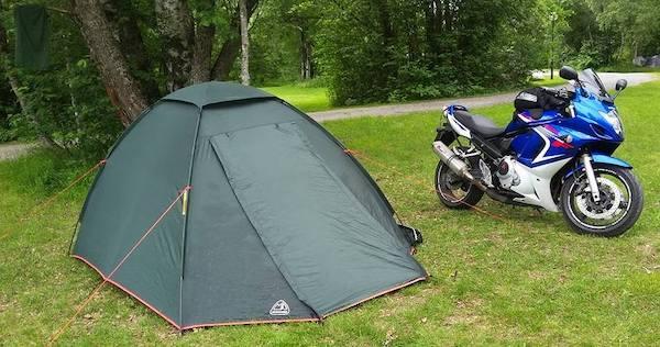 ドーム型テントは風に強く設置が簡単な自立式